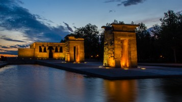Templo de Debod al atardecer. Foto nocturna con hora azul