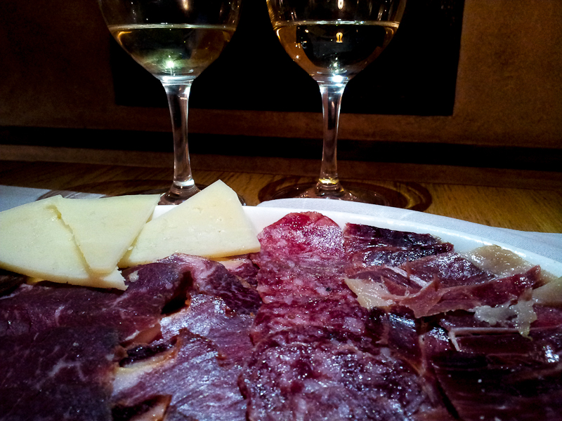 Jamon and wine La Mi Venta