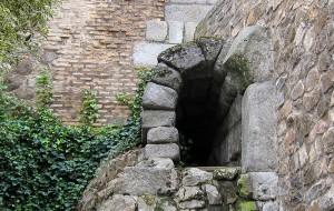 Sistema de canalizaciones bajo la calzada romana en Toledo