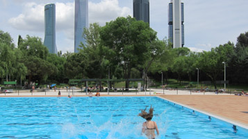 Piscinas municipales de madrid madrid sensations tours for Piscina moraleja de enmedio