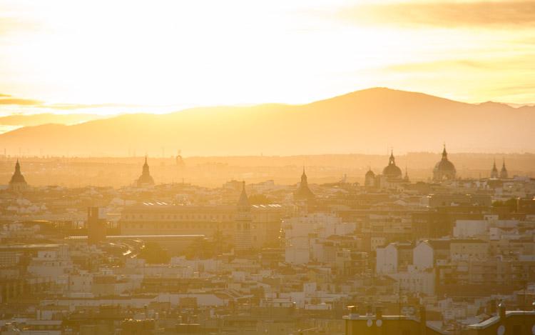 Atardecer sobre los tejados de Madrid
