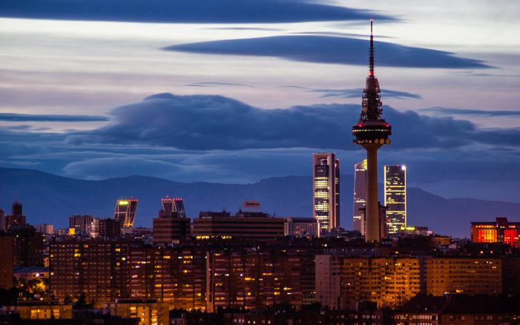 Vistas nocturnas del norte de Madrid desde el Parque de las Siete Tetas