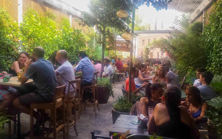 Las mejores terrazas de los tejados de madrid for Jardin secreto montera