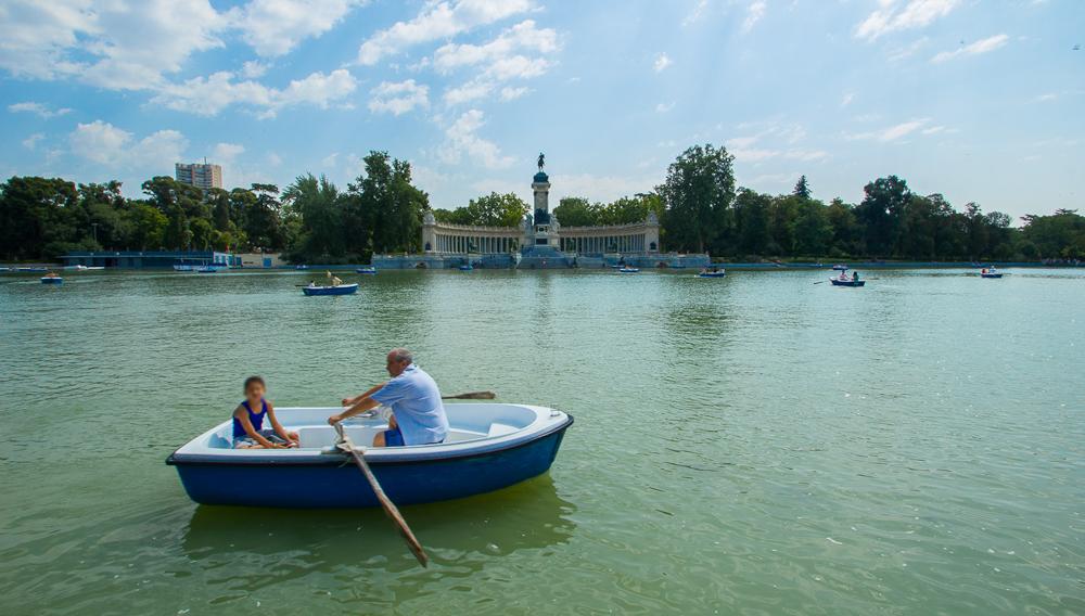 retiro lake with boats