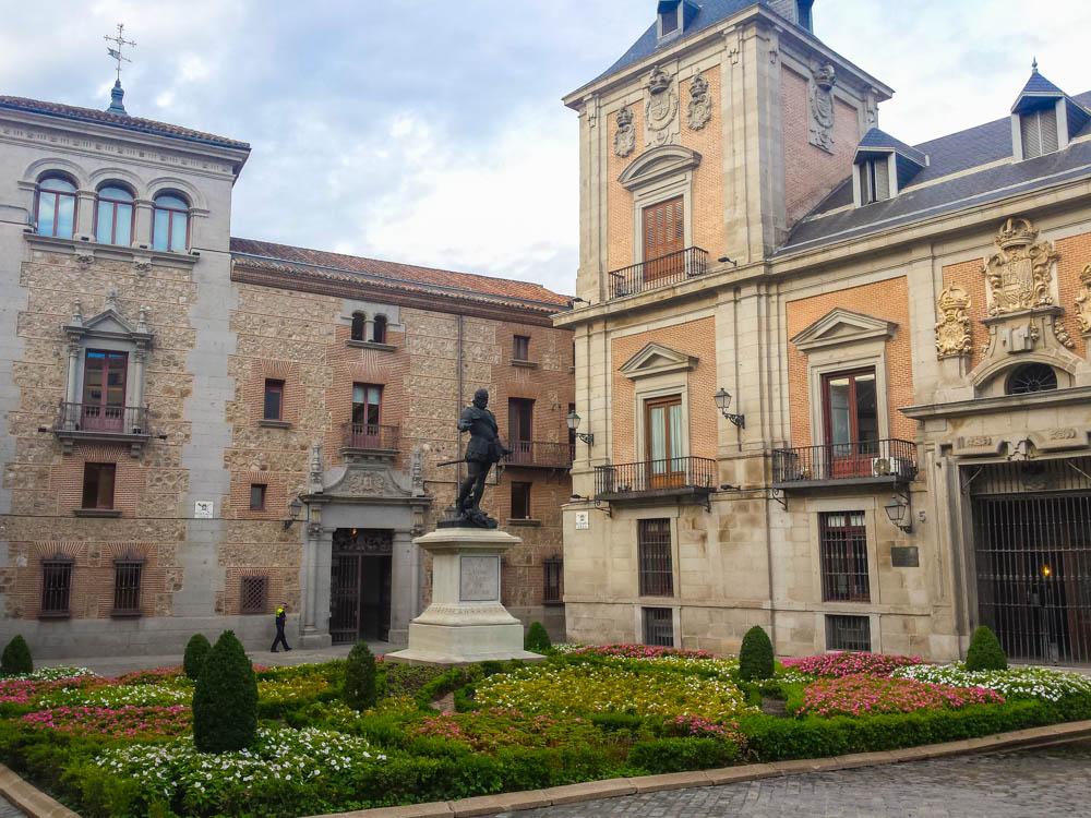 monumentos principales de la Plaza de la Villa