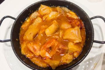 callos dish (tripes) on a black pan
