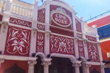 Fachada del Cine Dore, con dibujos al fresco